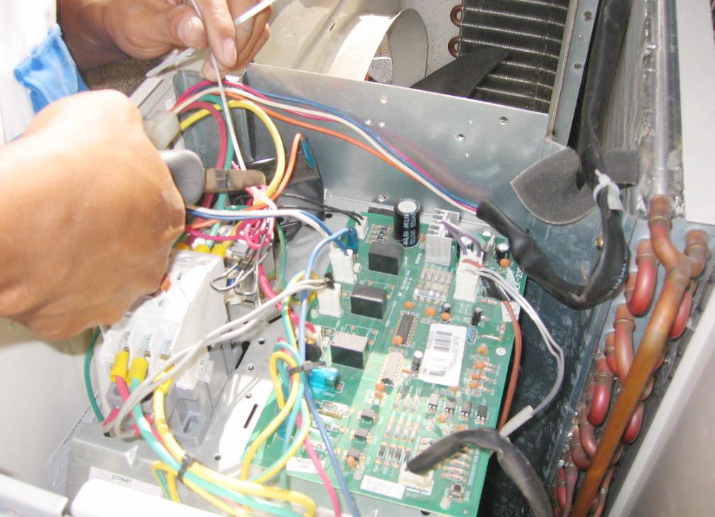 Sửa chữa bo mạch máy lạnh (1)
