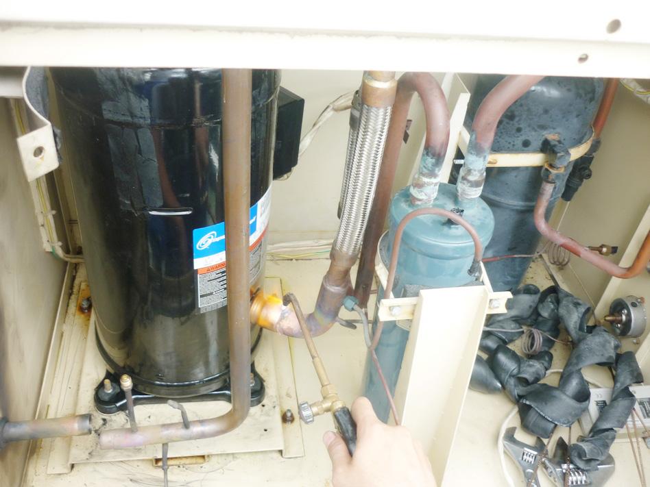 Thay lốc máy lạnh 12HP