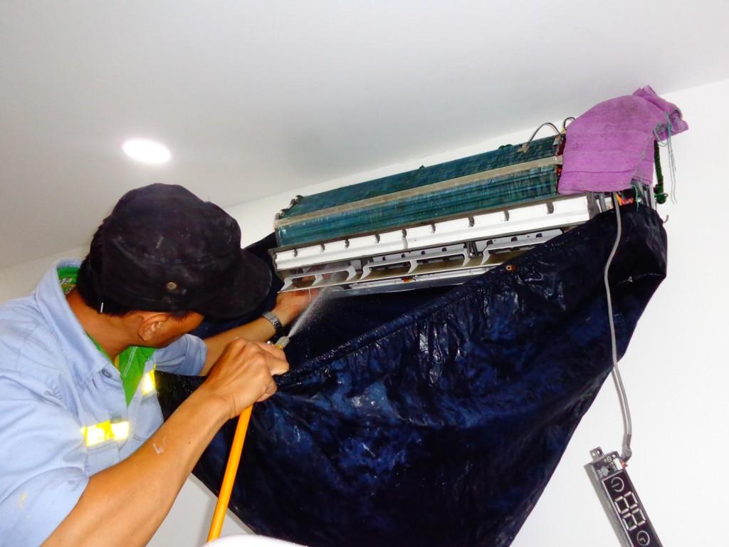 Các bước xịt rửa dàn lạnh máy lạnh