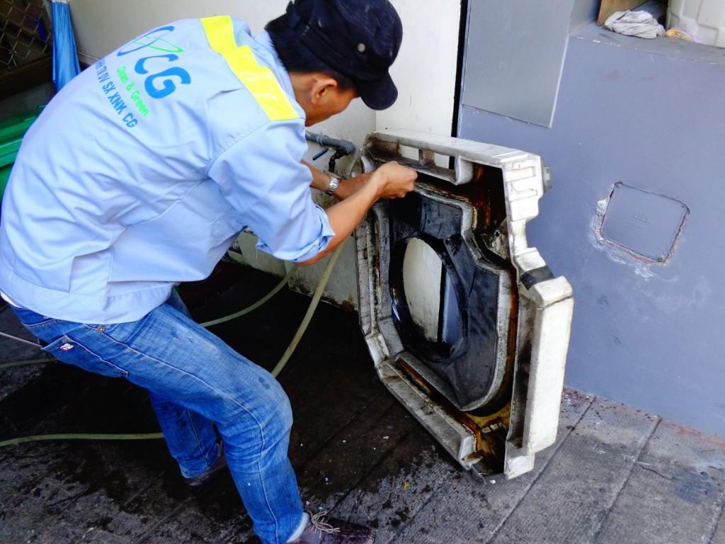 Vệ sinh máy lạnh ốp trần