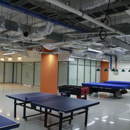 Thi-cong-phong-game-center