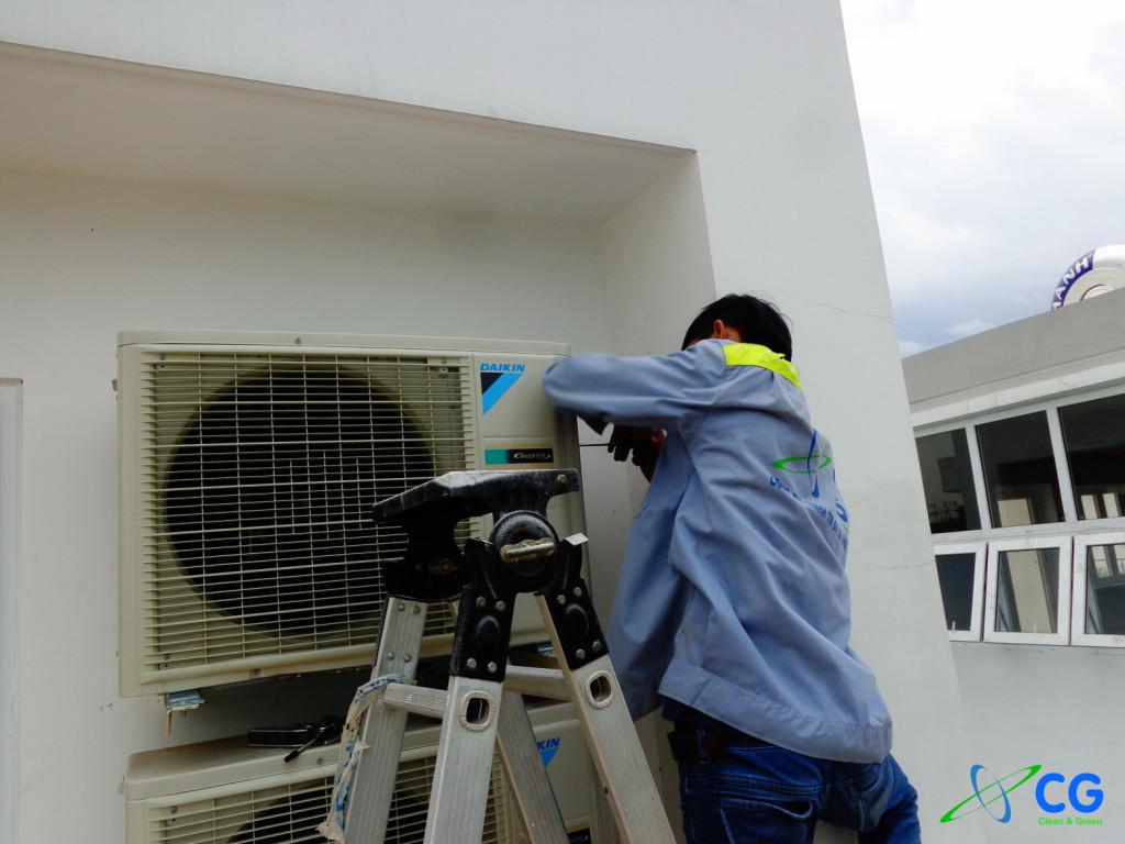 Hình ảnh lắp đặt máy lạnh tại Villa Park